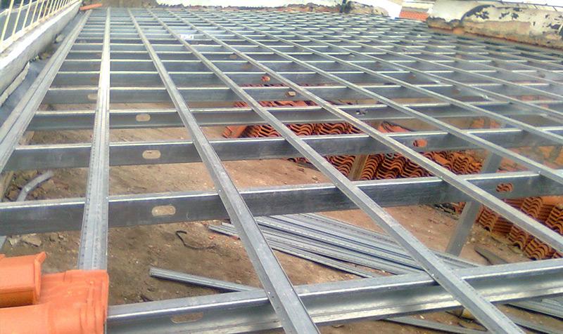 Telhados em madeira, cimento e galvanizado