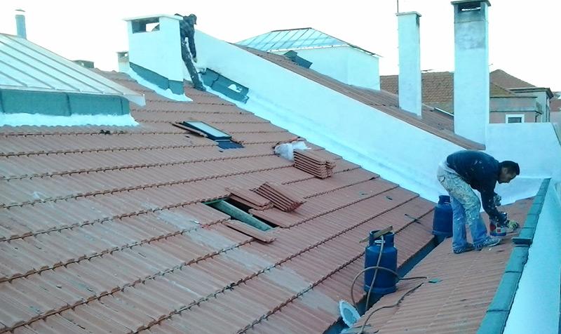 Limpeza de telhados e de caleiras em Odivelas