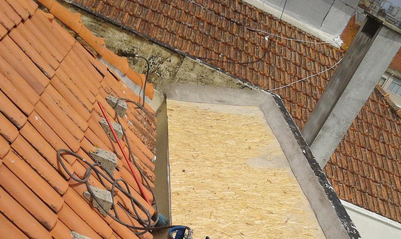 Reparação de telhados em Famões