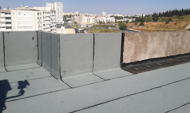 Isolamento e impermeabilização de coberturas e telhados em Loures